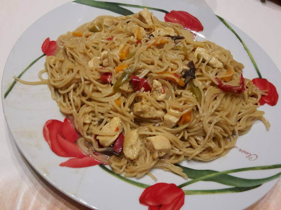 Nouilles Chinoises Poulet Legumes Et Beurre De Cacahuetes Recettes