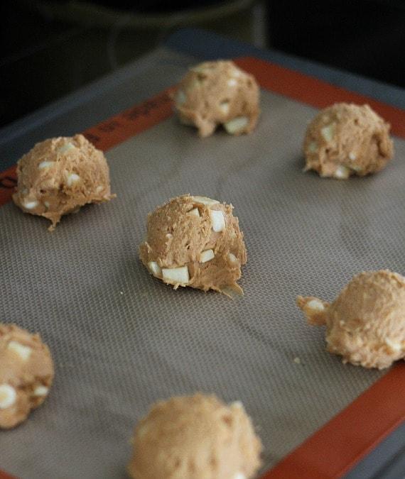 Butterscotch Apple Pudding Cookies | www.cookiesandcups.com