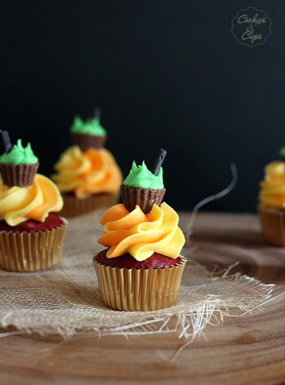Halloween Cauldron Cupcakes   www.cookiesandcups.com