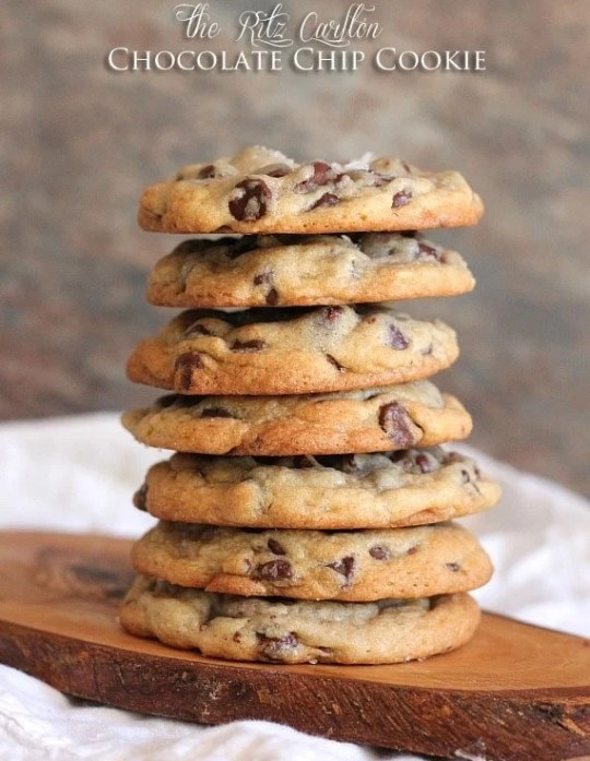 The Ritz Carlton Chocolate Chip Cookie | www.cookiesandcups.com