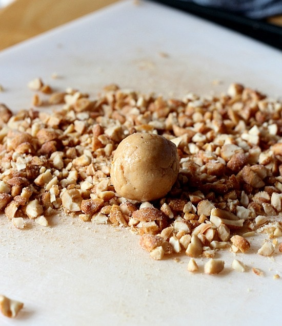 Salted Nut Roll Bites www.cookiesandcups.com