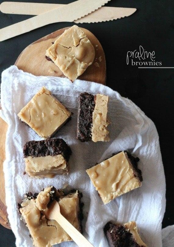 Praline Brownies | www.cookiesandcups.com