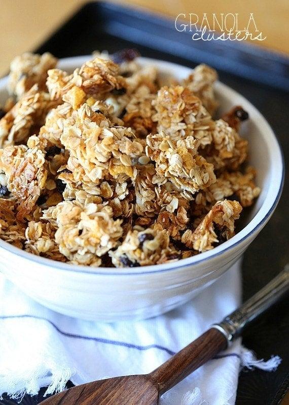 Snacking Granola Clusters   www.cookiesandcups.com