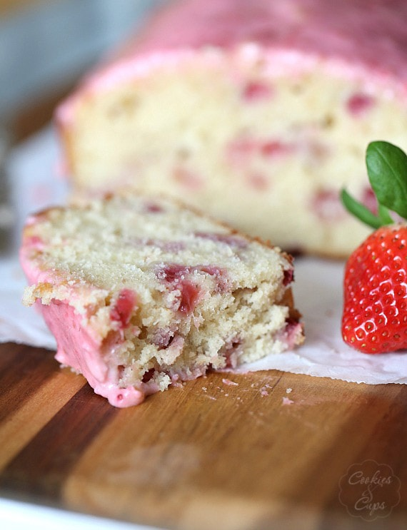Strawberry Bread with Strawberry Cream Cheese Glaze | www.cookiesandcups.com