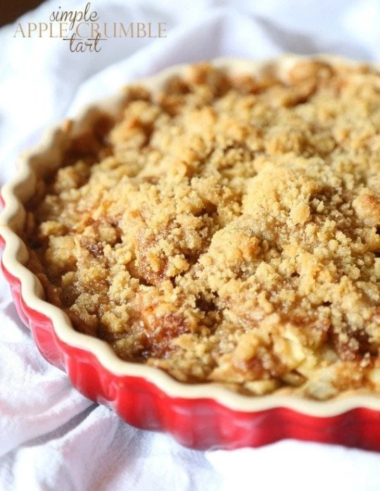 SUPER SImple Apple Crumble Tart...just a few ingredients to a perfectly cozy and delicious dessert!