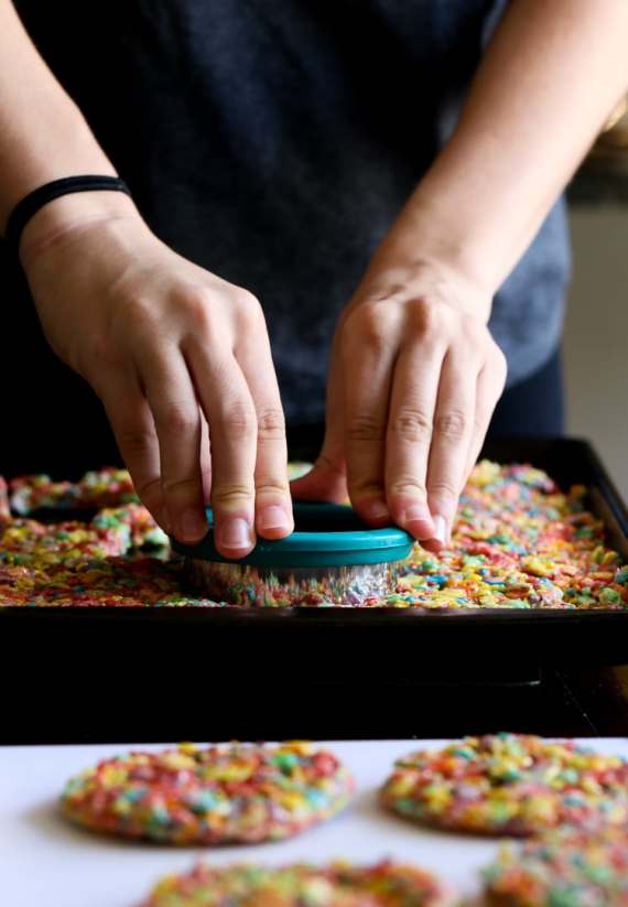 Fruity Pebble Ice Cream Sandwiches! SO easy to make and mix and match your favorite ice cream!!