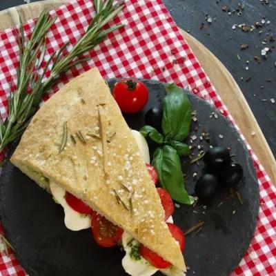 Pizzabrot Sandwich  (mit Rezept für Basilikum-Ricotta-Pesto)