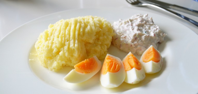 Potato with cream cheese and eggs