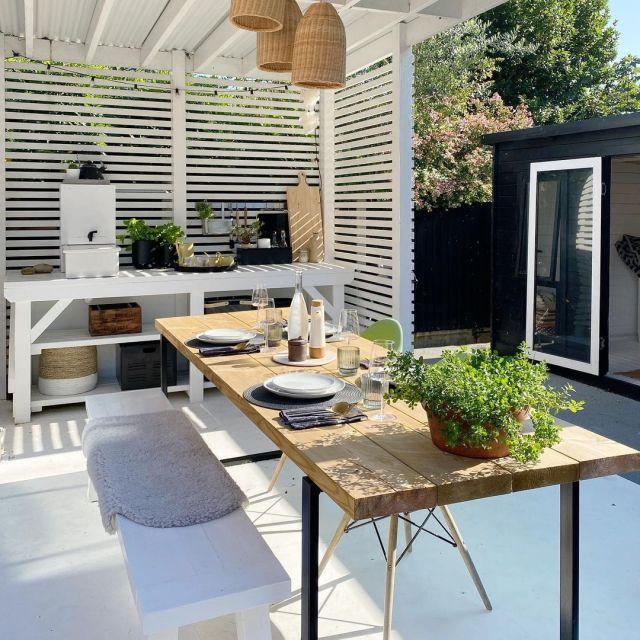 outdoor kitchen in garden