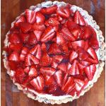This elegantstrawberry dessert pizza has a chocolate chip shortbread crust,topped with sweetened marcapone cheese and glazed strawberries.