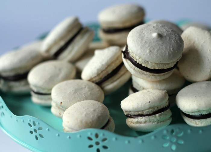 vegan macarons made with aquafaba