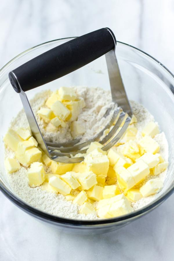 Pastry Blender with cold butter and flour mix