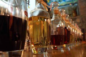 شرایط مهم بعدی برای به دست آوردن گلدان اصلی Brandy، گزیده ای از نوشیدنی تولید شده در بشکه های بلوط است