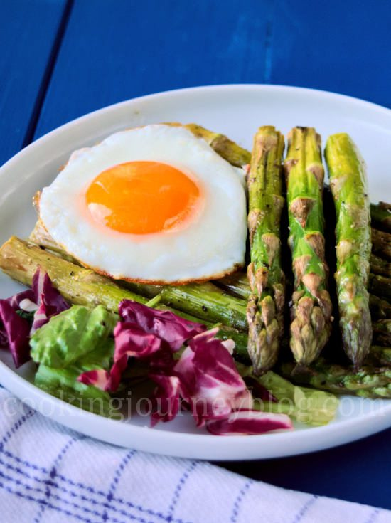 Roasted asparagus with fried agg and salad