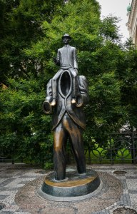 3 Days in Prague - Franz Kafka statue
