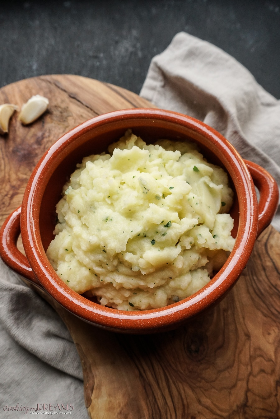 garlic mashed potatoes in terracotta bowl