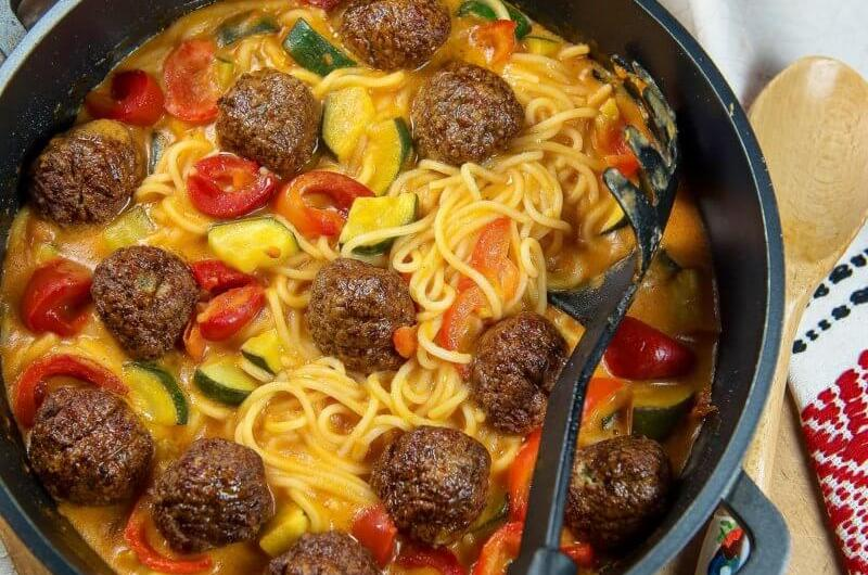 Chicken meatball spaghetti with zucchini and red bell pepper