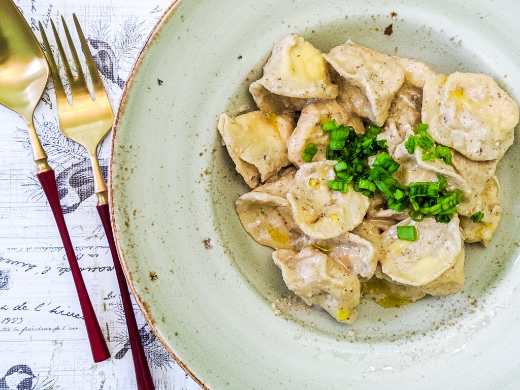 homemade tortellini pasta ricotta with walnut sauce