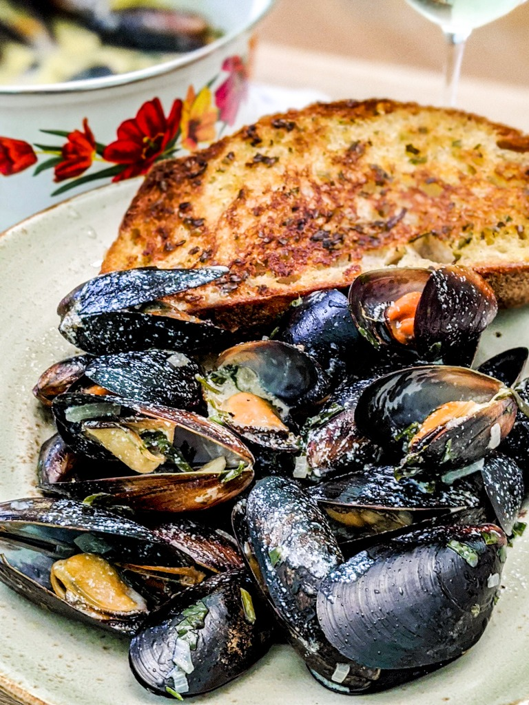 mussels in roquefort sauce and bread