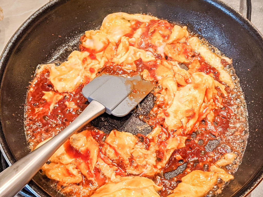 Eggs and pad thai sauce
