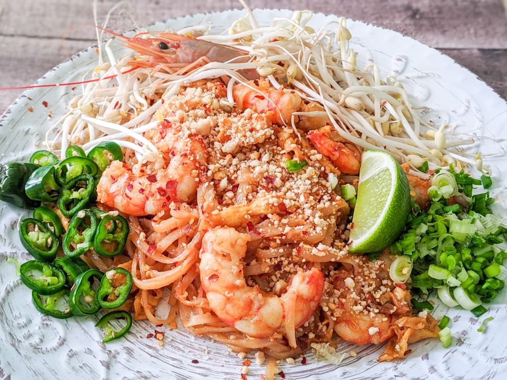 traditional pad thai with shrimps / prawns
