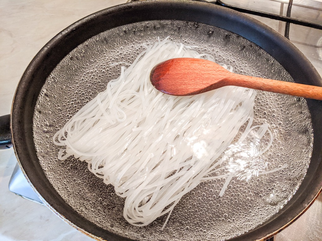 boiling the rice noodles