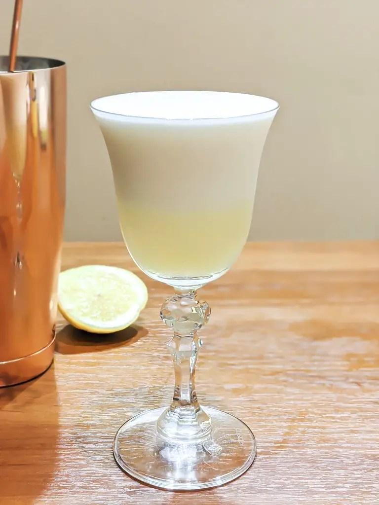 te anaka cocktail with foam