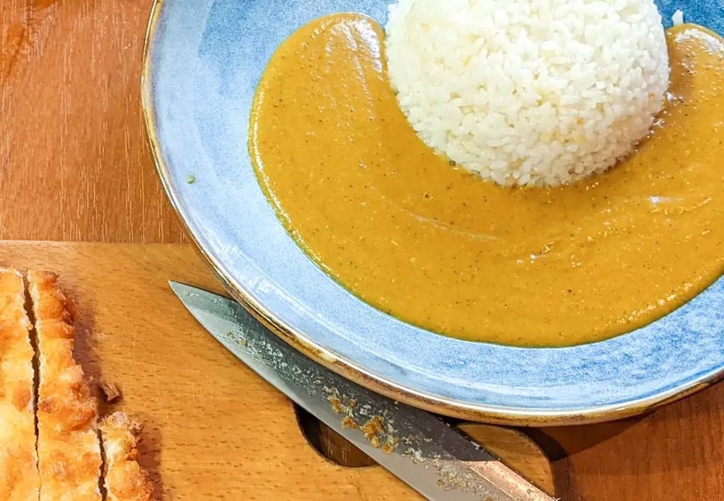 plating the Chicken Katsu Curry (チキンカツカレー)