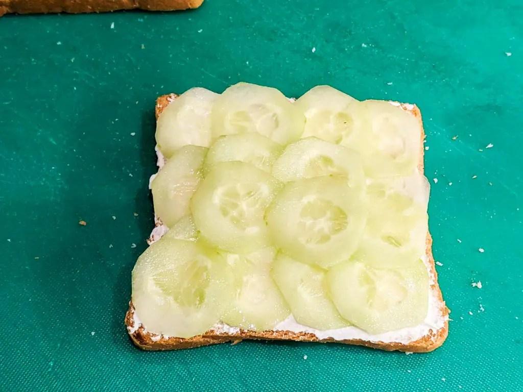 cucumber cream cheese sandwich