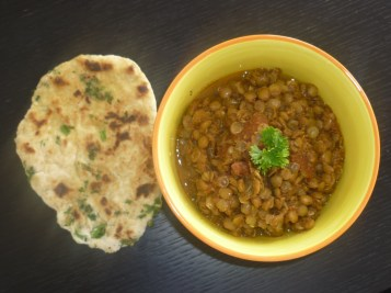 Dal Makhani with Naan - Lentils and bread Indian style by cookingtrips.wordpress.com