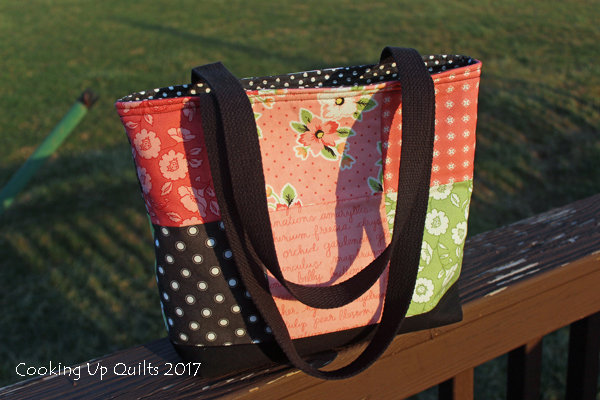 totebag with recessed zipper