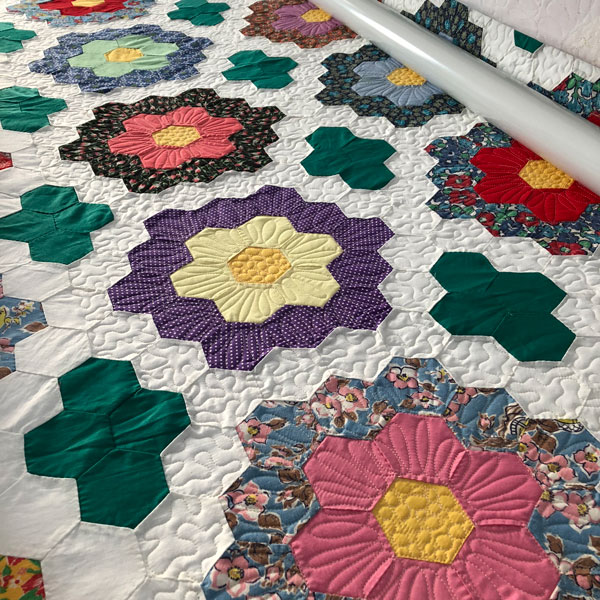 Free Motion Quilting on Hexie Flowers