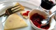 Kalabryjskie sery z konfiturą z peperoncino