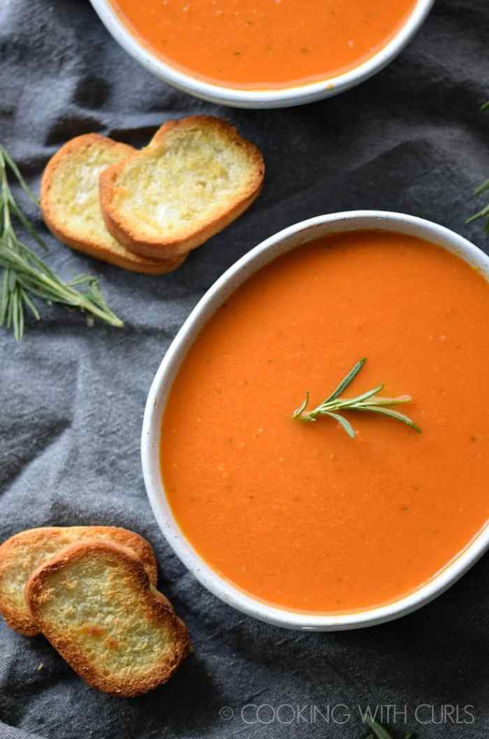 Roasted Tomato Rosemary Soup is the perfect way to warm up on a cold day! © 2017 COOKING WITH CURLS