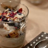 Heidelbeeren-Vanillepudding mit Mandeln
