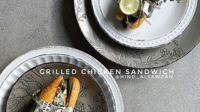 ساندوتش الدجاج المشوي وصفة لذيذة  *المقادير والطريقة: -صدور دجاج تتبل بـ: عصير ل