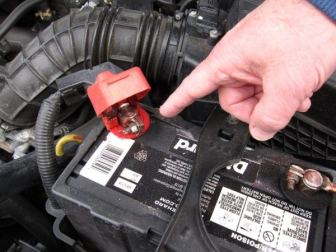 how to reconnect a car battery safely