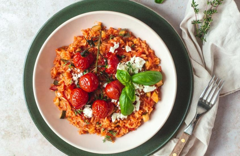 Tomaten Eintopf mit Zucchini und Feta Käse