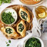 Pide mit Spinat und Schafskäse