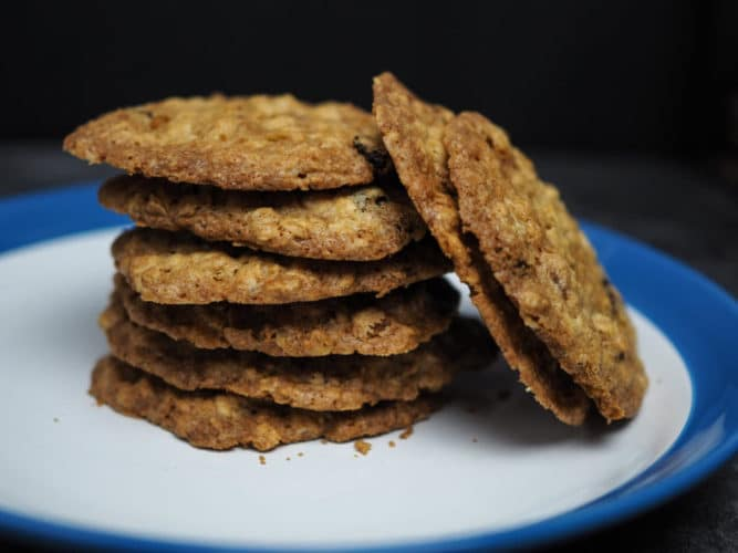 Thin – crispy oatmeal raisin cookies