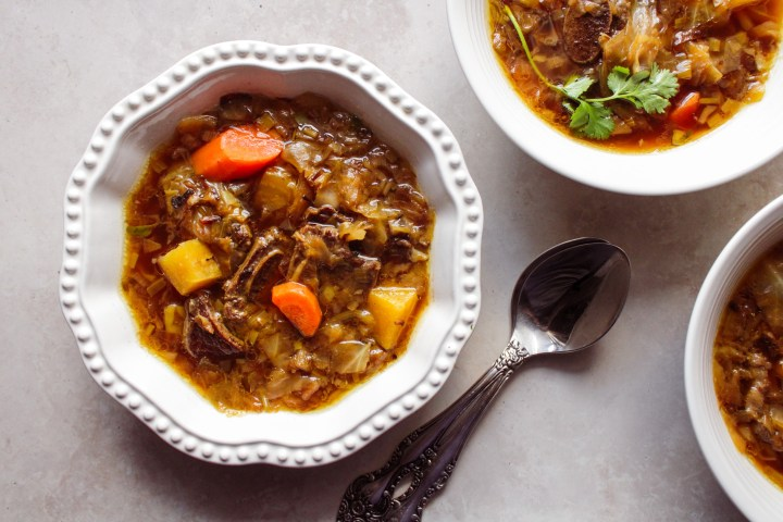 caramelized cabbage soup with flanken and golden beets