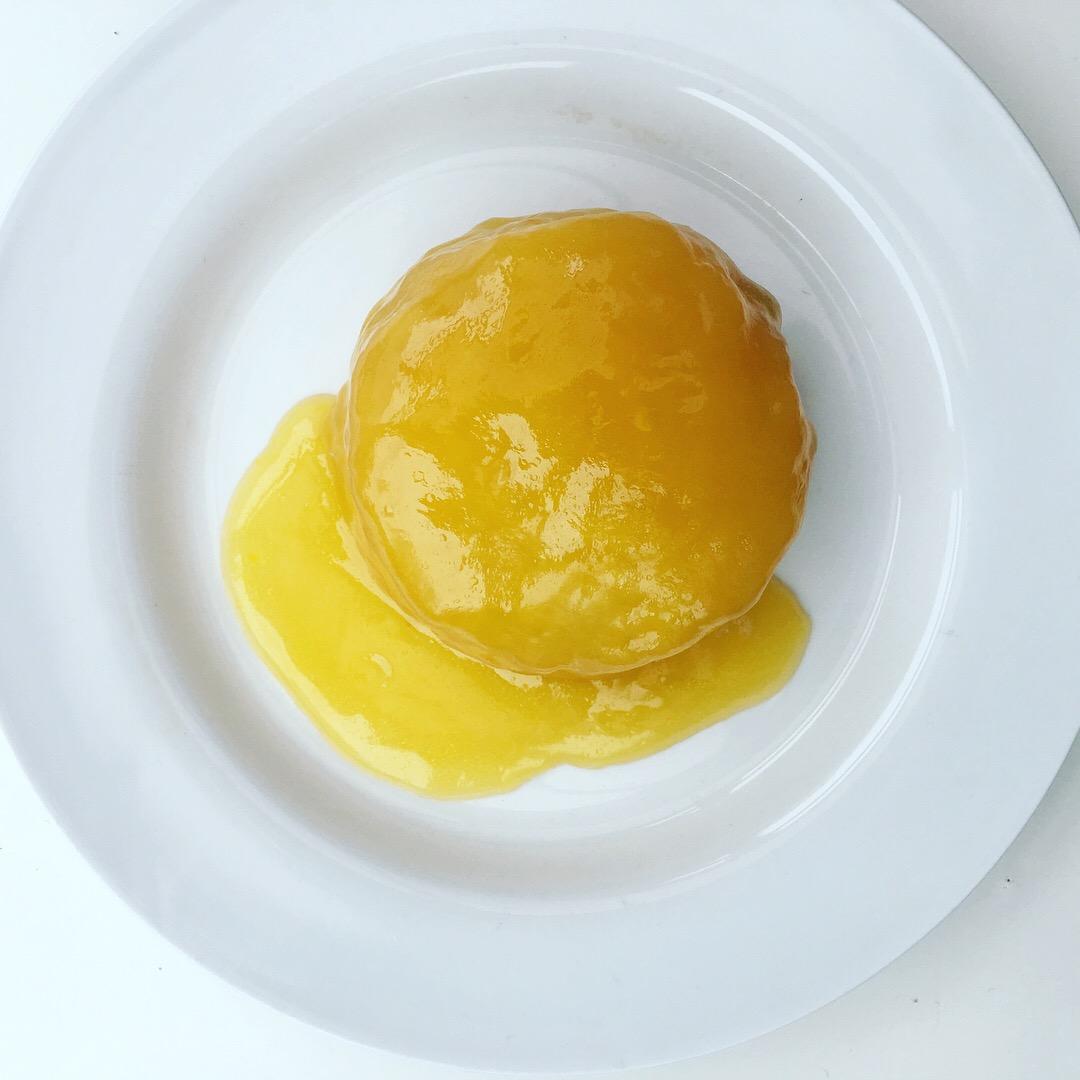 Vegan lemon cake with lemon curd (bolo de limão vegano com creme de limão)
