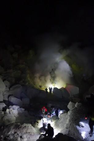 ijen blue lights11