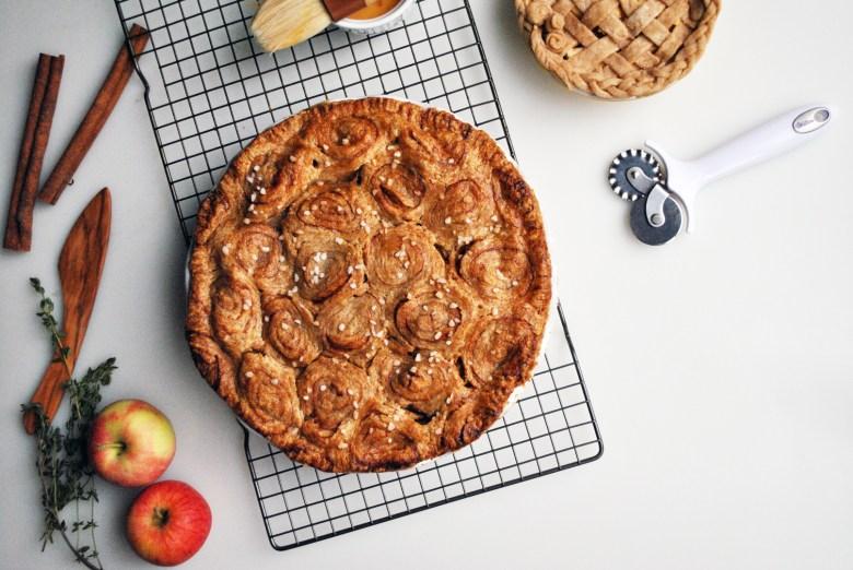apple pie cinnamon roll crust
