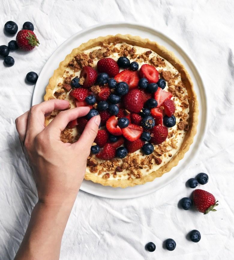 berry mascarpone tart with hand