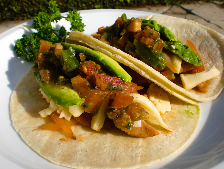 Serve senoritas bonitas fajitas