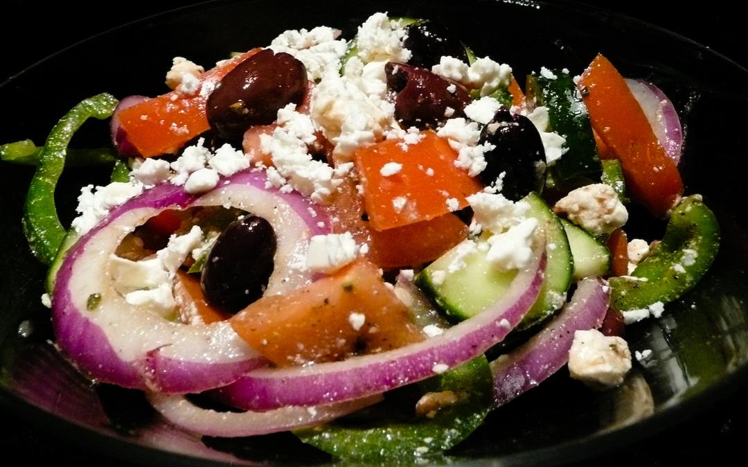 greek-salad-served