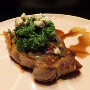 Steak with spinach & blue cheese