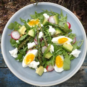 Summer green salad with egg and goats' cheese