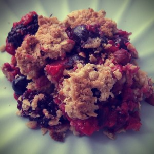 Mixed berry oat crumble
